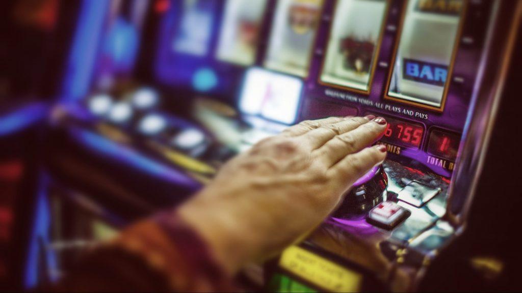 Gokverslaving bij het spelen van een fruitautomaat